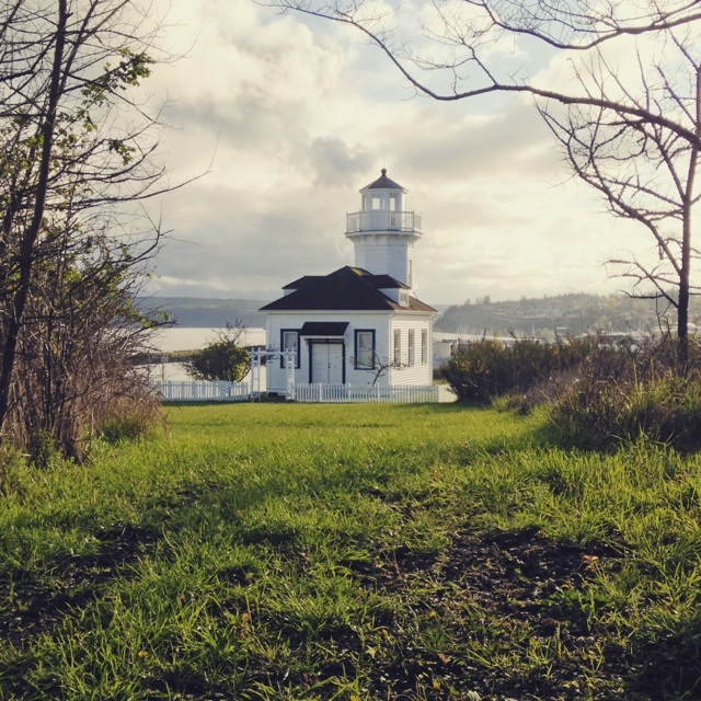 Port Townsend lighthouse (Instagram: @blueskyandhardrock)