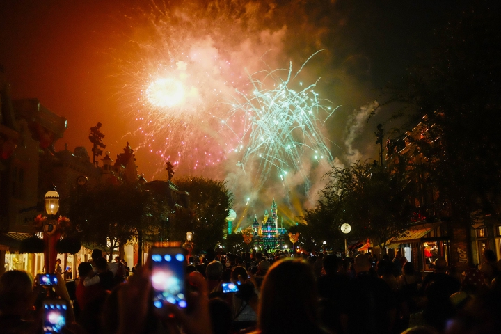 """Halloween Screams"" Fireworks (Photo: Michelle Rae Uy)"