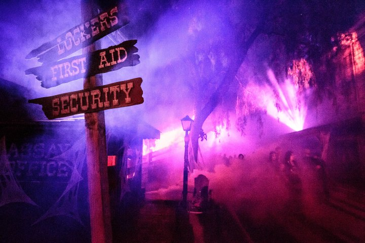 Knott's Scary Farm Ghost Fog Alley (Courtesy Knott's Scary Farm)