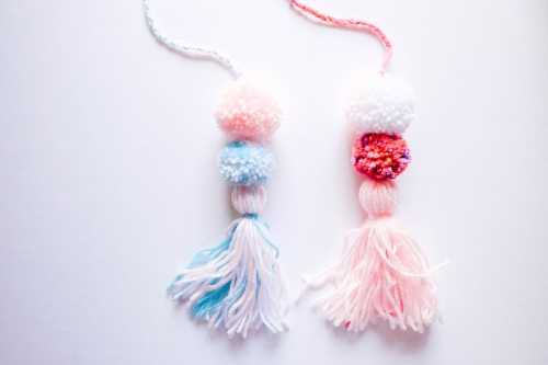 Mexico-Inspired Pom Pom Garland (Blue and Pink)